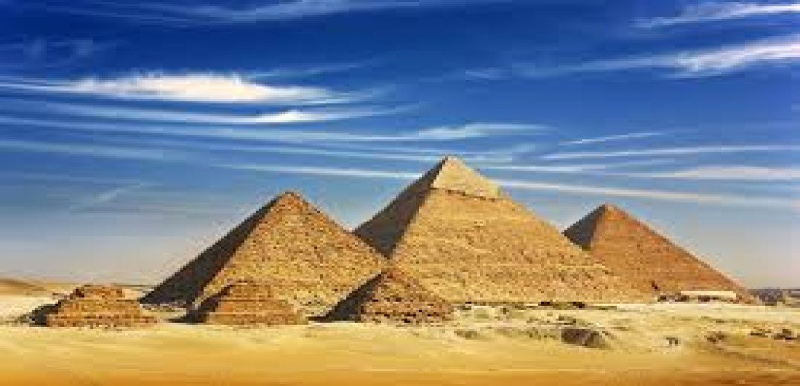 Half day of visits to the pyramids of Giza.